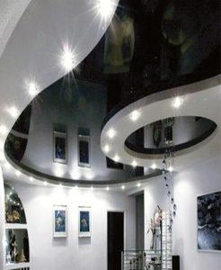 Двухуровневый потолок в коридоре