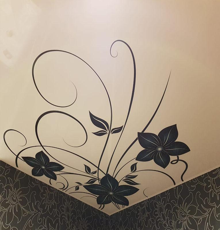 фотопечать цветы на потолке