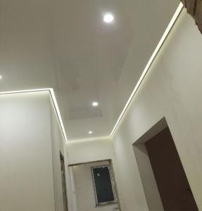 Глянцевые потолки с подсветкой