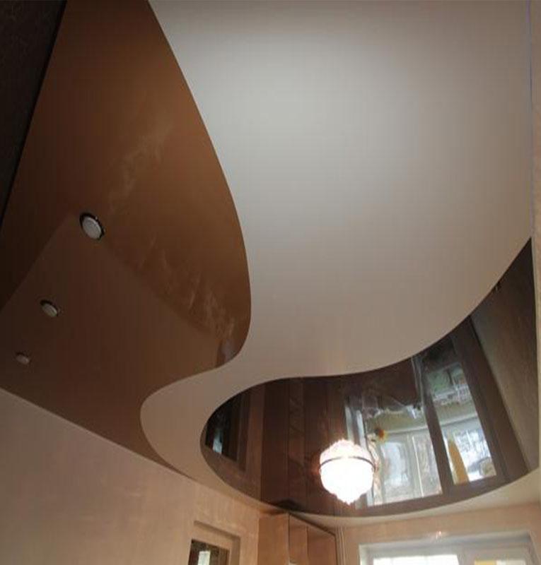 Комбинированные потолки в зале