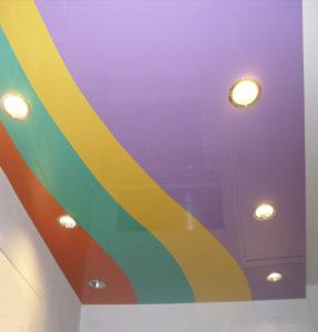 Комбинированные цветные потолки