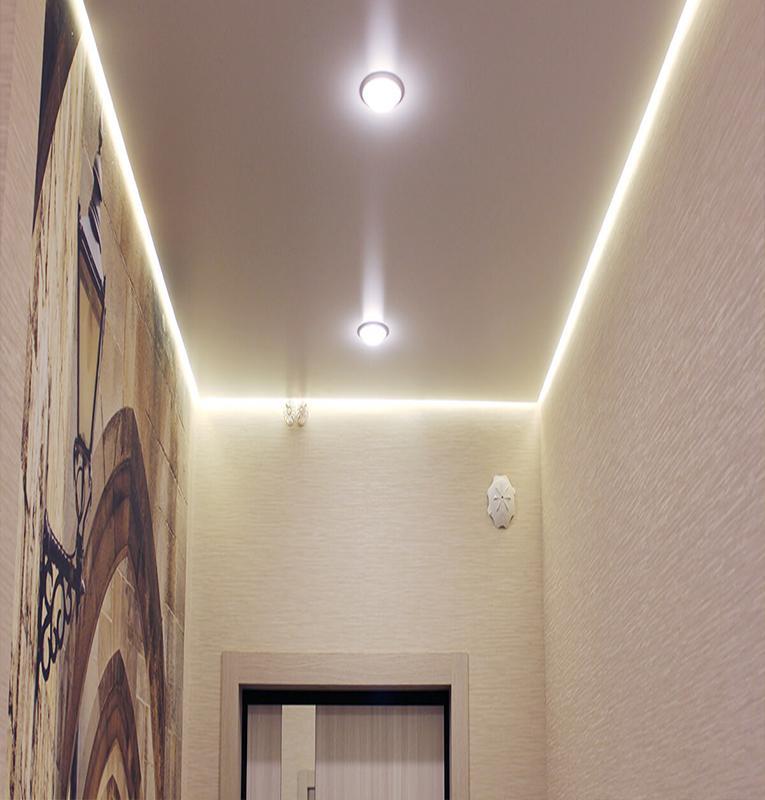 парящий потолок в коридоре