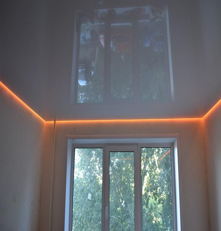 парящий глянцевый потолок