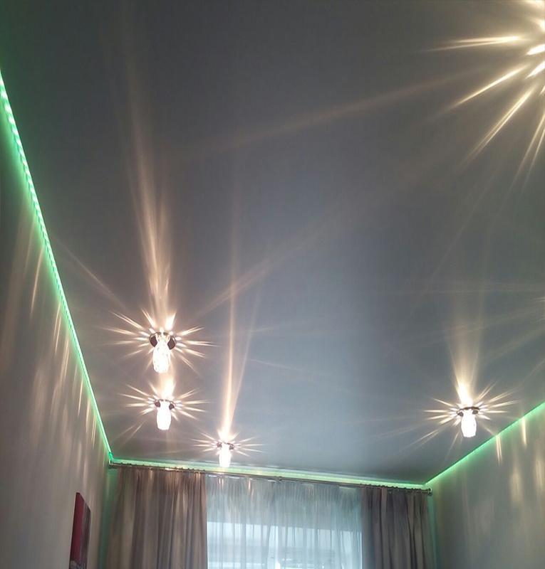 парящие потолки со свет линиями