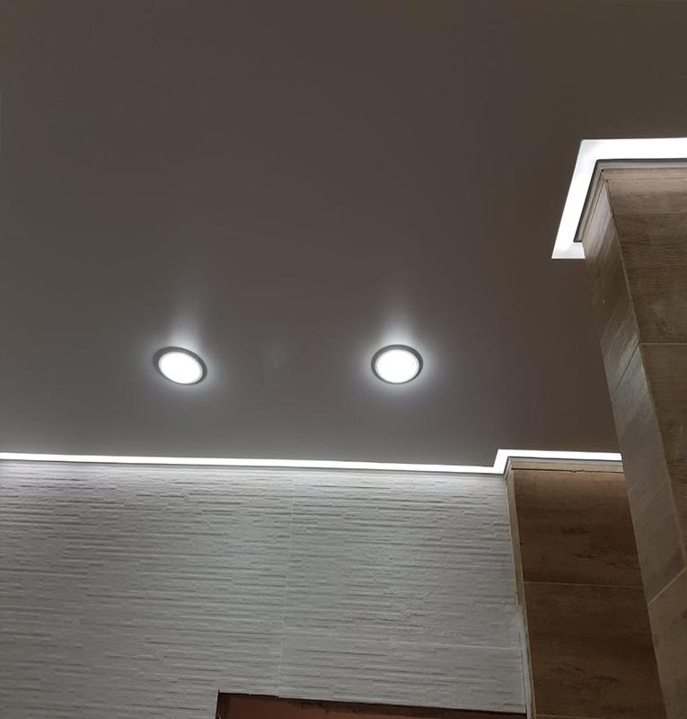 Парящие потолки со встроенными светильниками