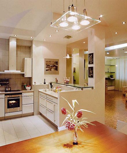 потолок с подсветкой на кухне