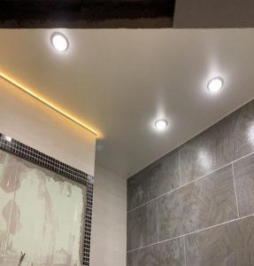 Сатиновые потолки в ванне