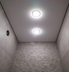 Ванная потолок с точечным освещением