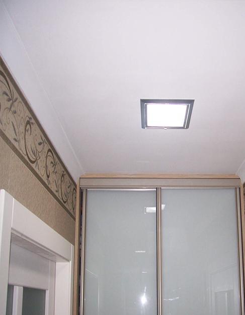 Тканевый белый натяжной потолок Cerruti в прихожую