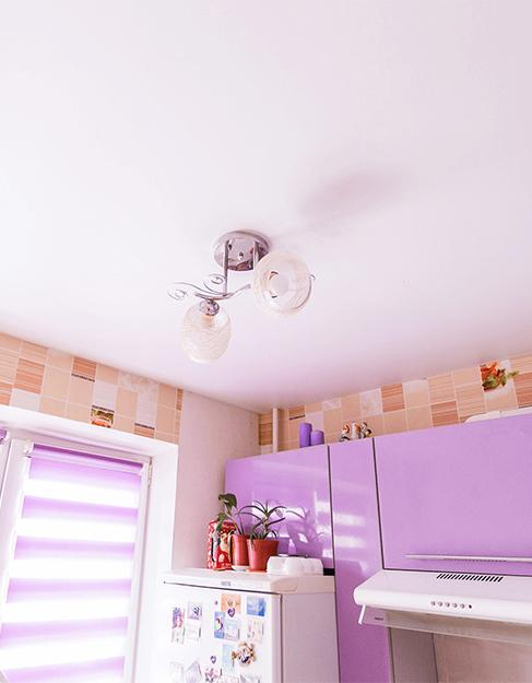Тканевый белый натяжной потолок Ceilstar HEYTex в кухню