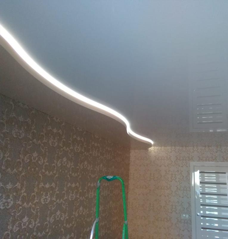 гостиная стильный потолок