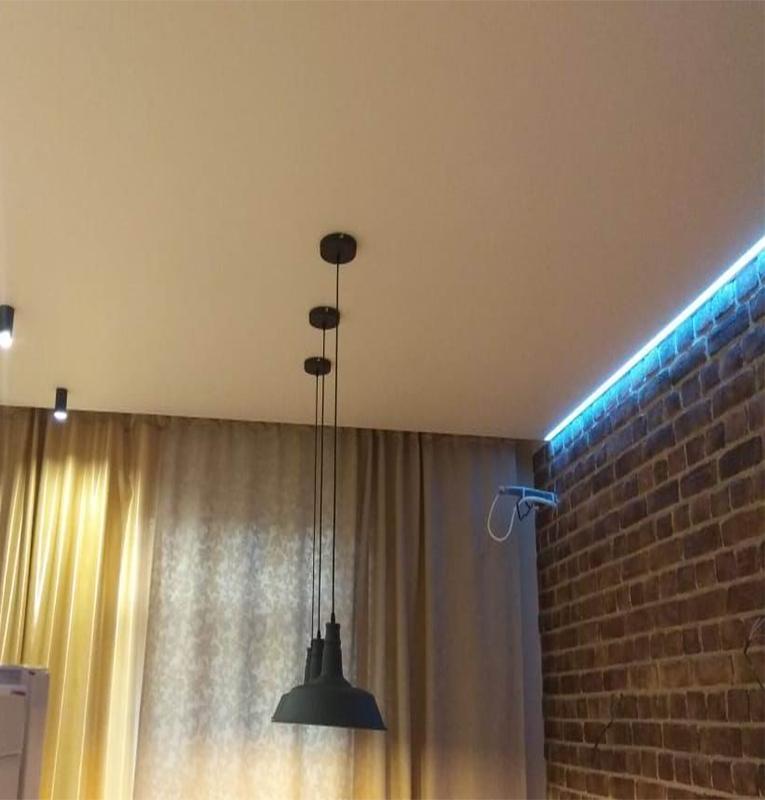 Кухня потолок с подсветкой