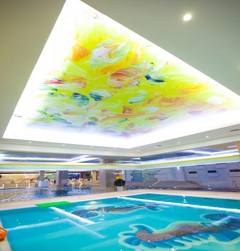 Светопрозрачные потолки в басейне