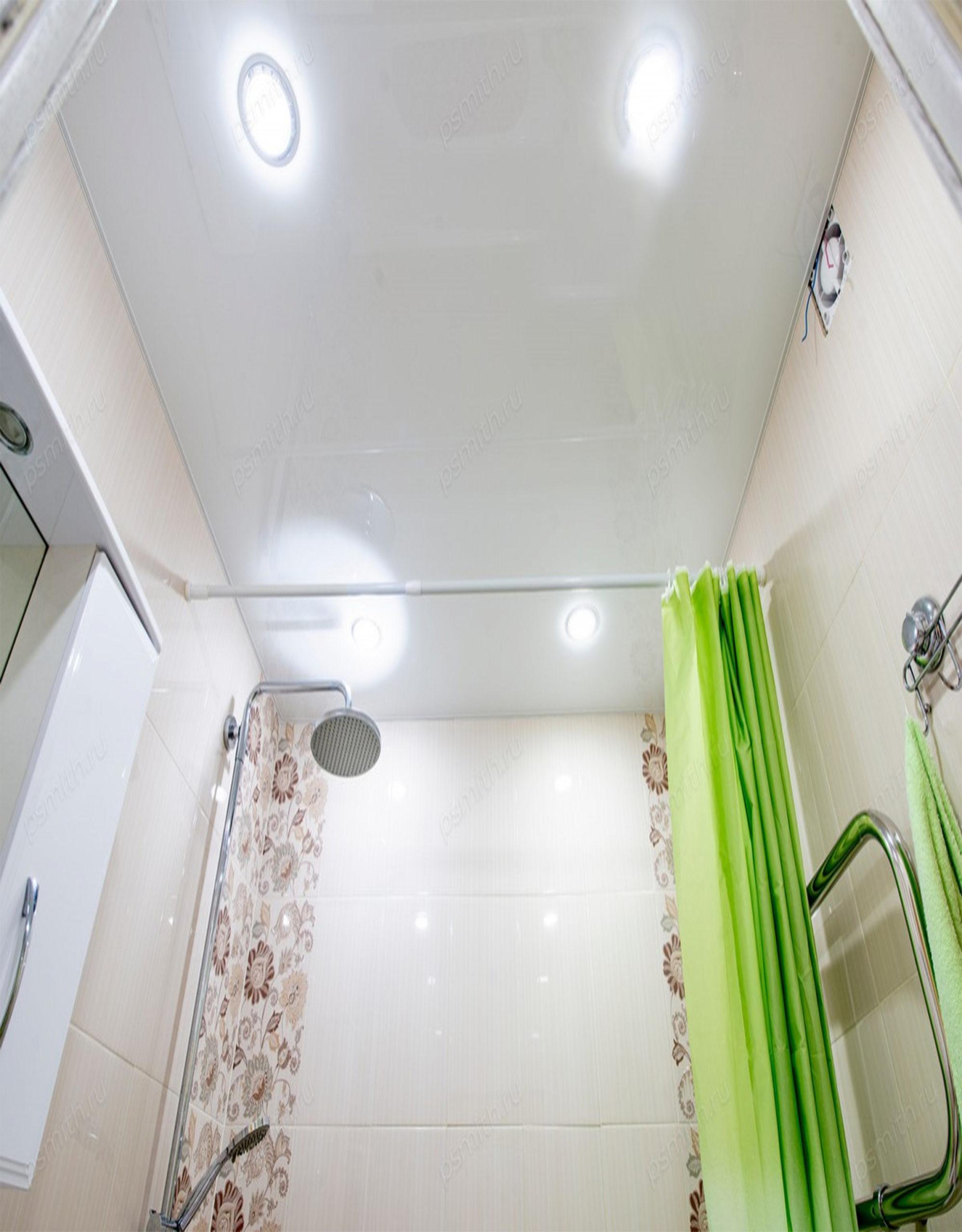 Глянцевый белый натяжной потолок в ванную MSD