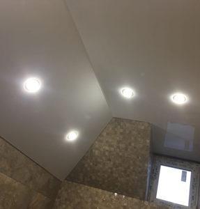 ванная потолок белый классический